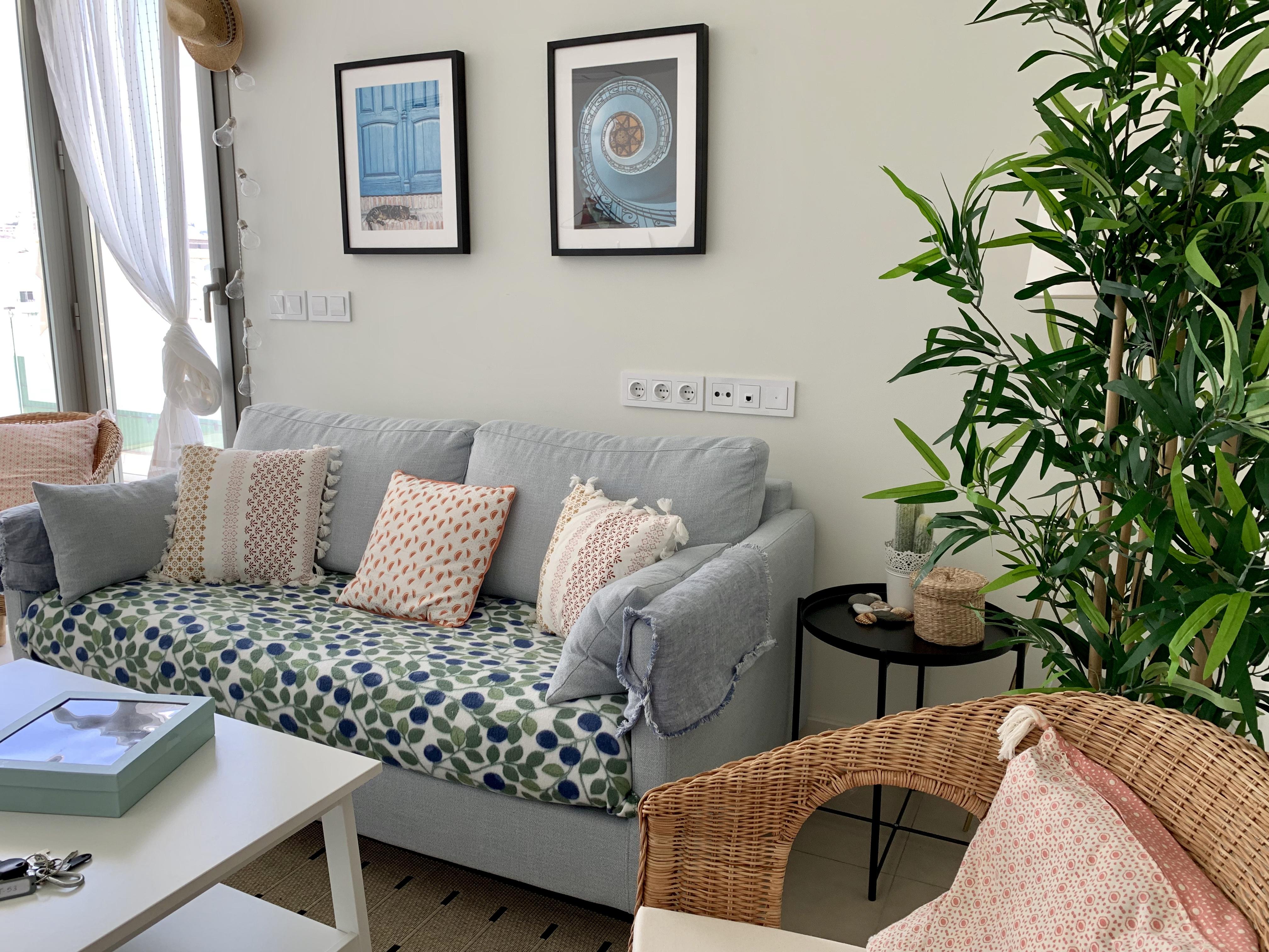 Vardagsrum med soffa