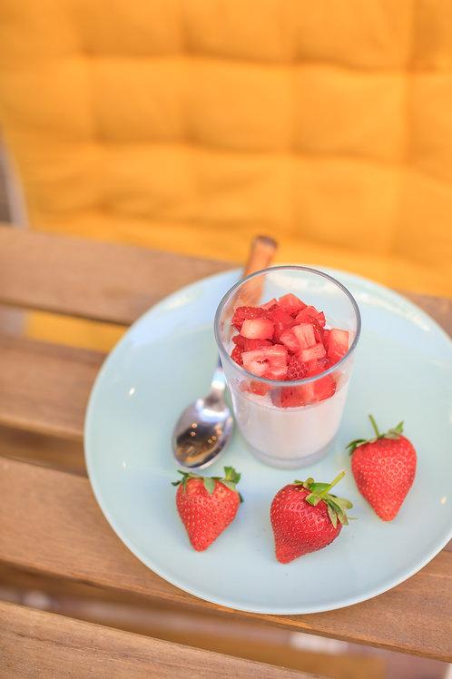 Panna cotta coco infusé au basilic thaï et brunoise de fraise