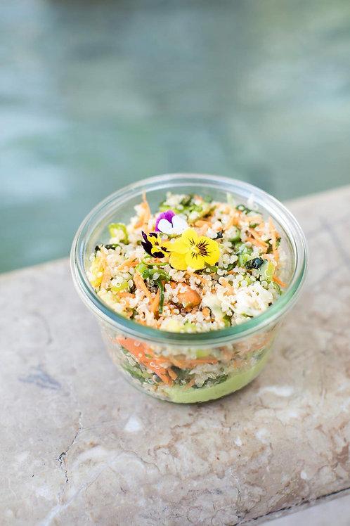 Salade de quinoa bio  aux légumes et avocat