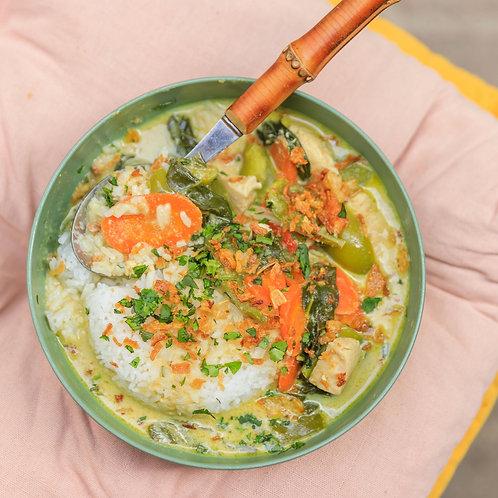 Green curry: poulet ,lait de coco, légumes et son riz thaï