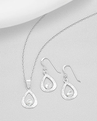 Sterling Silver Matt Set of Earrings And Pendant Decorated With Shell