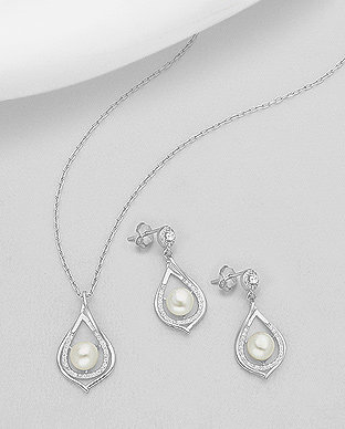 Sterling Silver Jewellery Set Decorated With Fresh Water
