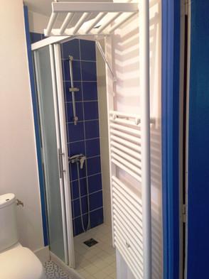 Gîte maison Marinette - La salle d'eau à l'étage