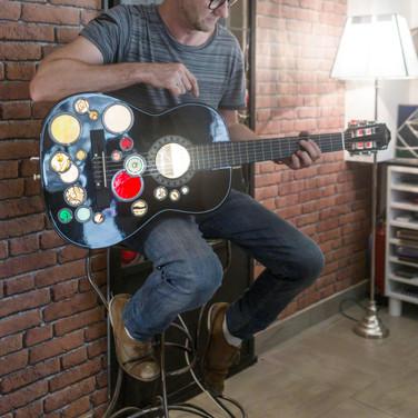 pepere et la guitare.jpg