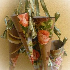 Set of Rustic Roses Wallpaper Cones