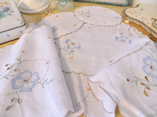 Embroidered Dresser Scarf Doilie Set