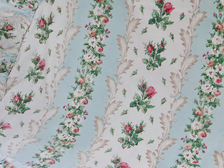 Rosebuds & Aqua Dressing Table Cover