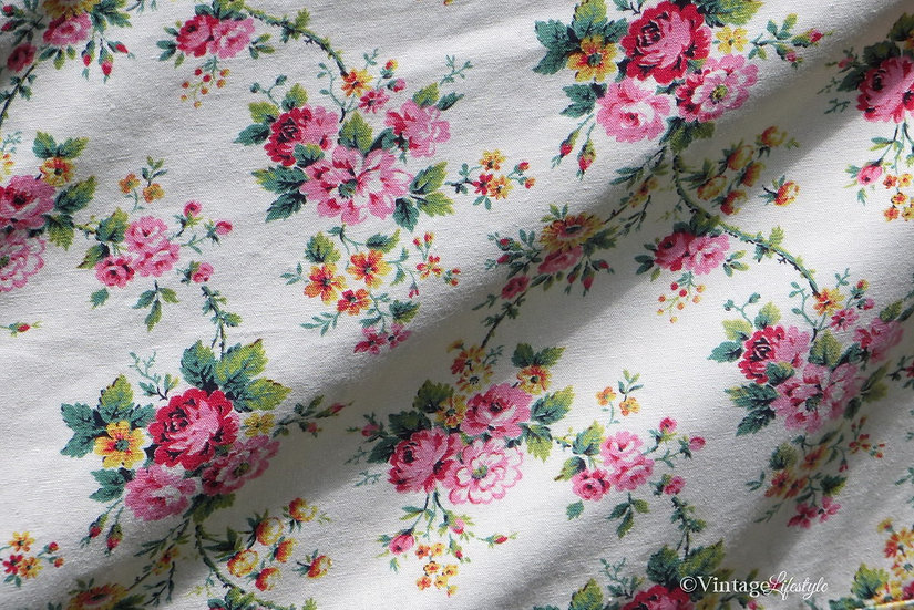 French Roses Bedcover close up