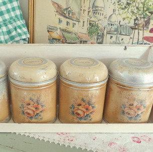 Kitchen Tins Set with Shelf Worcester Ware