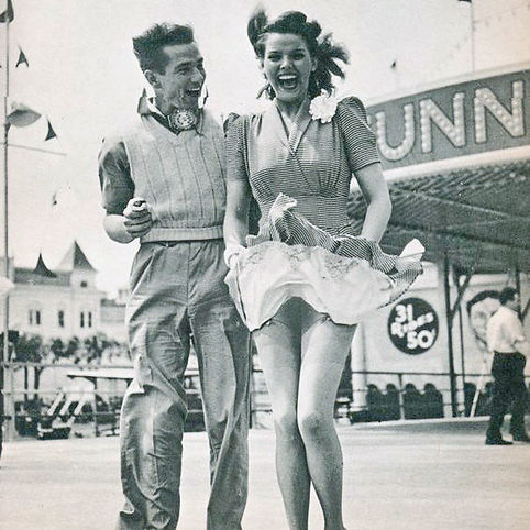 Happy Vintage Couple !