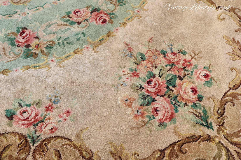 Axminster wool floral roses rug carpet 1940's close up