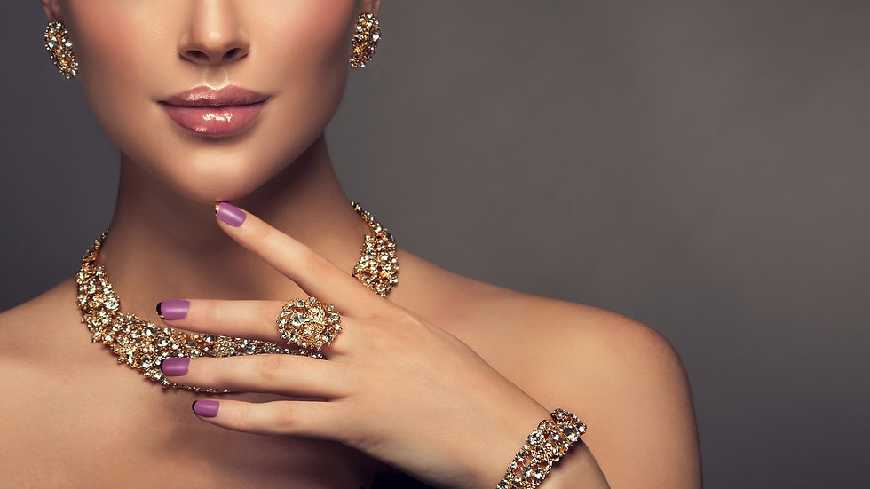 Beautiful girl with jewelry . A set of j