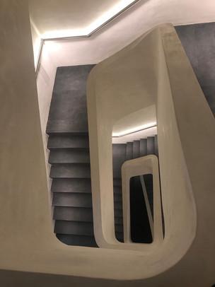Escaleras de acceso FELICES Agency
