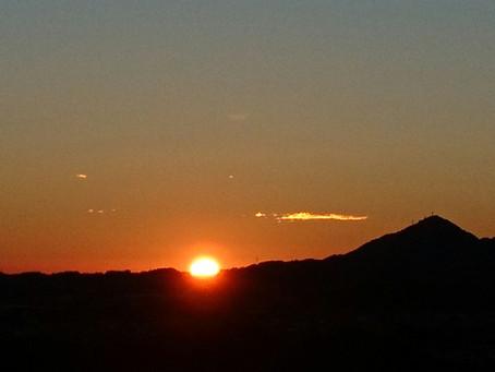 貫前神社の駐車場から望む日の出です