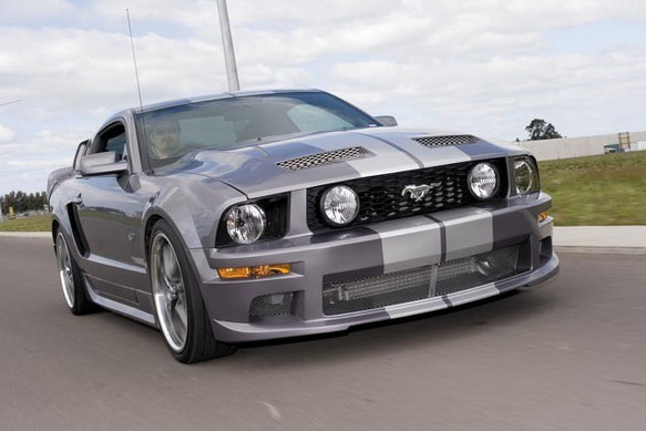 NZV8_26_-_2006_Ford_Mustang_GT_Premium_c
