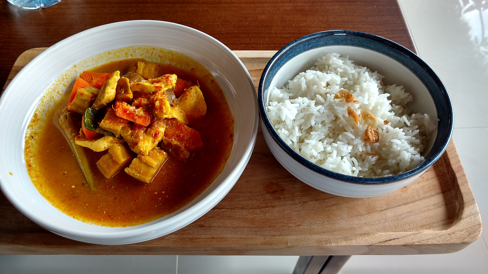 Rice and Kare Ayam (chicken curry) served at our hotel