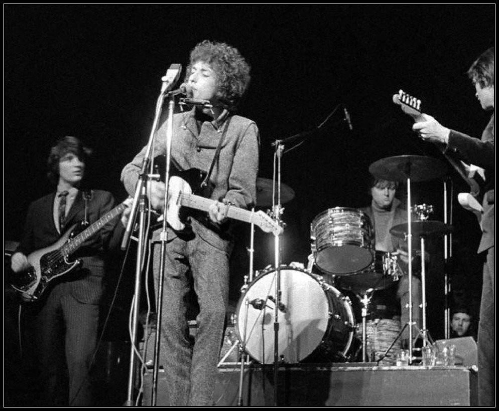 L-R: Rick Danko, Bob Dylan, Mickey Jones, Robbie Robertson, 1966