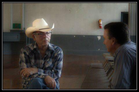 Bob Kealing interviewing Charlie Louvin, Waycross City Auditorium, 2009