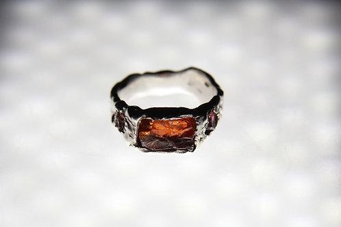 Перстень с гранатом и турмалинами
