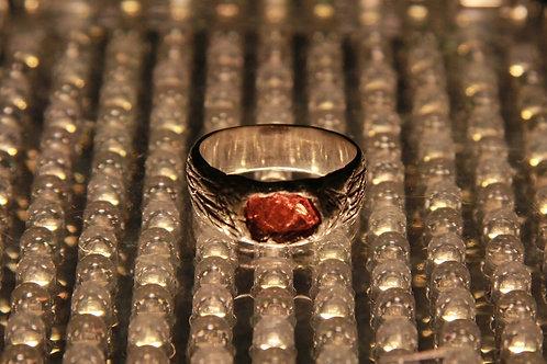 Кольцо с красным гранатом