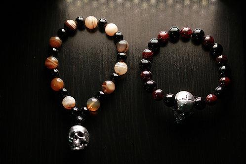 Браслет из натуральных камней с черепом из серебра