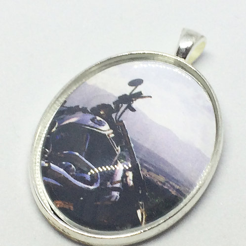 All Shook Up 'Follow That Dream' Oval Pendant