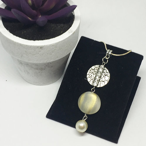 Triple drop with pearl pendant and chain
