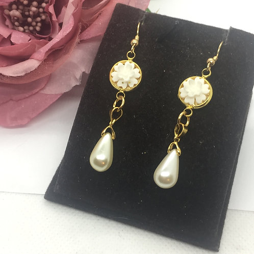 White flower and drop pearl earrings