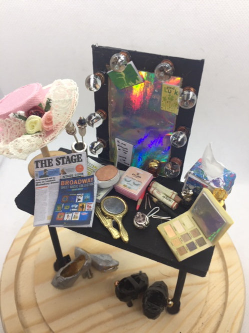 Theatre Dressing Table Domed Display