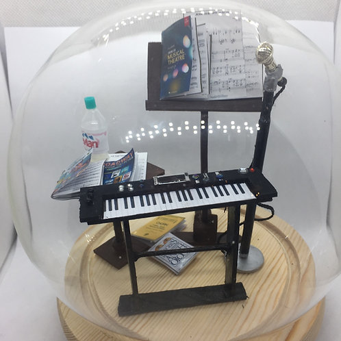 Singers/Musicians Diorama under a Glass Dome