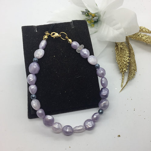Shades of Lilac simulated natural pearl bracelet
