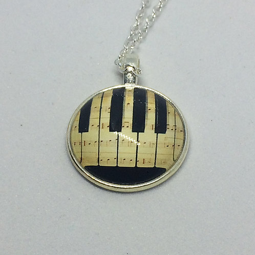 Music Keyboard Round Pendant