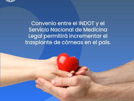 Incrementará la posibilidad de transplantes de córnea en Ecuador gracias a convenio.