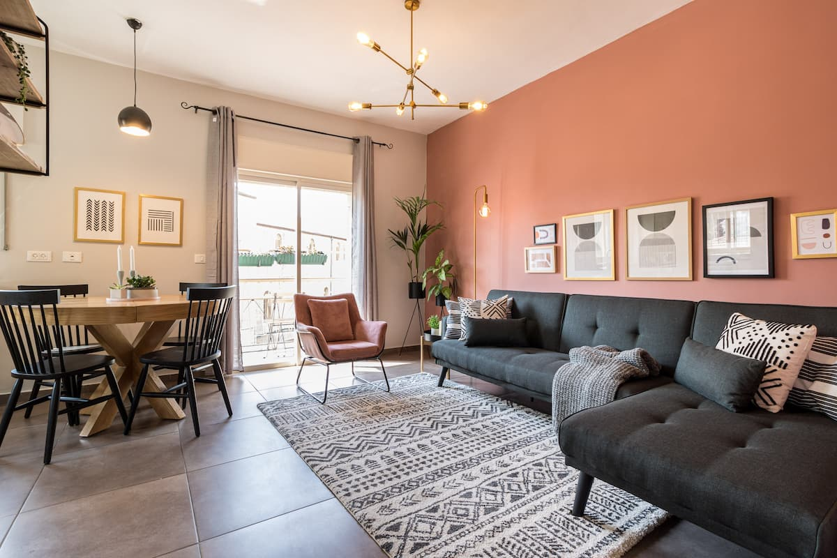 The Ruby | Lovely Renovated Central 2 BR