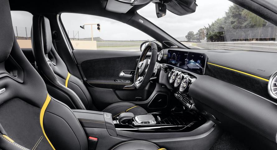 Intérieur Mercedes A 45 s AMG à louer