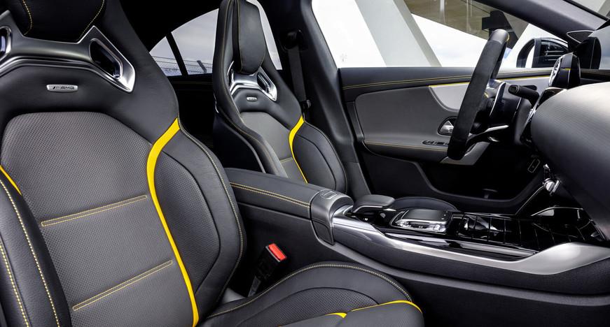 Intérieur Mercedes CLA 45 s AMG à louer