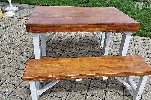Ein ganz besonderes Unikat, Tisch mit 2 Bänken