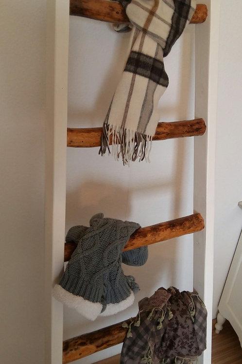 Spezielle handgefertigte Leiter im Landhaus-Style