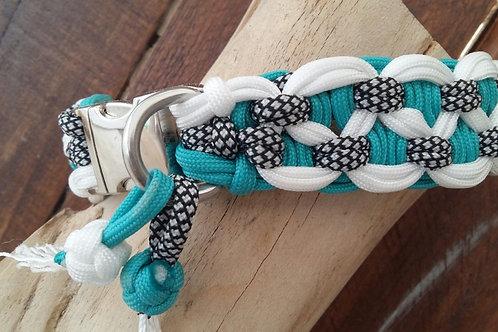 Hunde-Halsband aus Paracord geknüpft