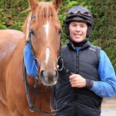 Jump Jockey Lee Edwards with Windsorlot
