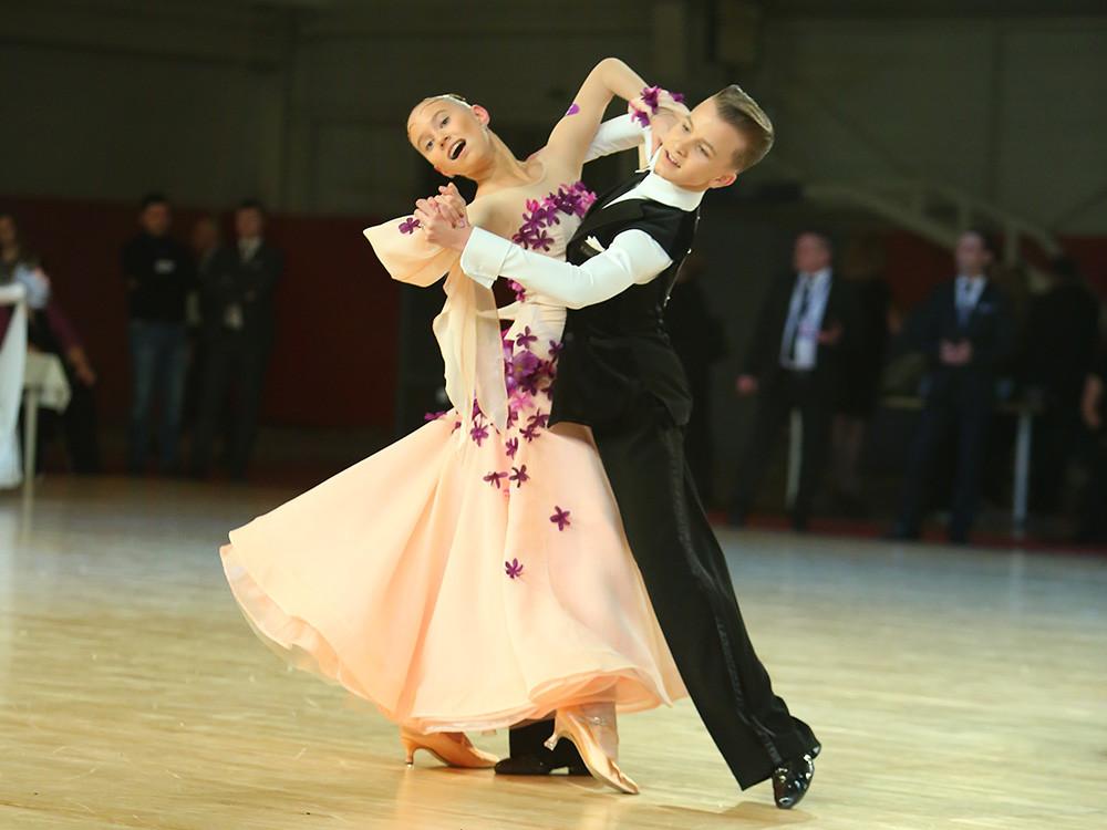 Студию спортивных бальных танцев в Хрустальном