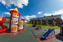 Детская площадка в Хрустальном