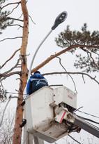 УК «Изумруд» проводит работы по дополнительному освещению поселка Хрустальный