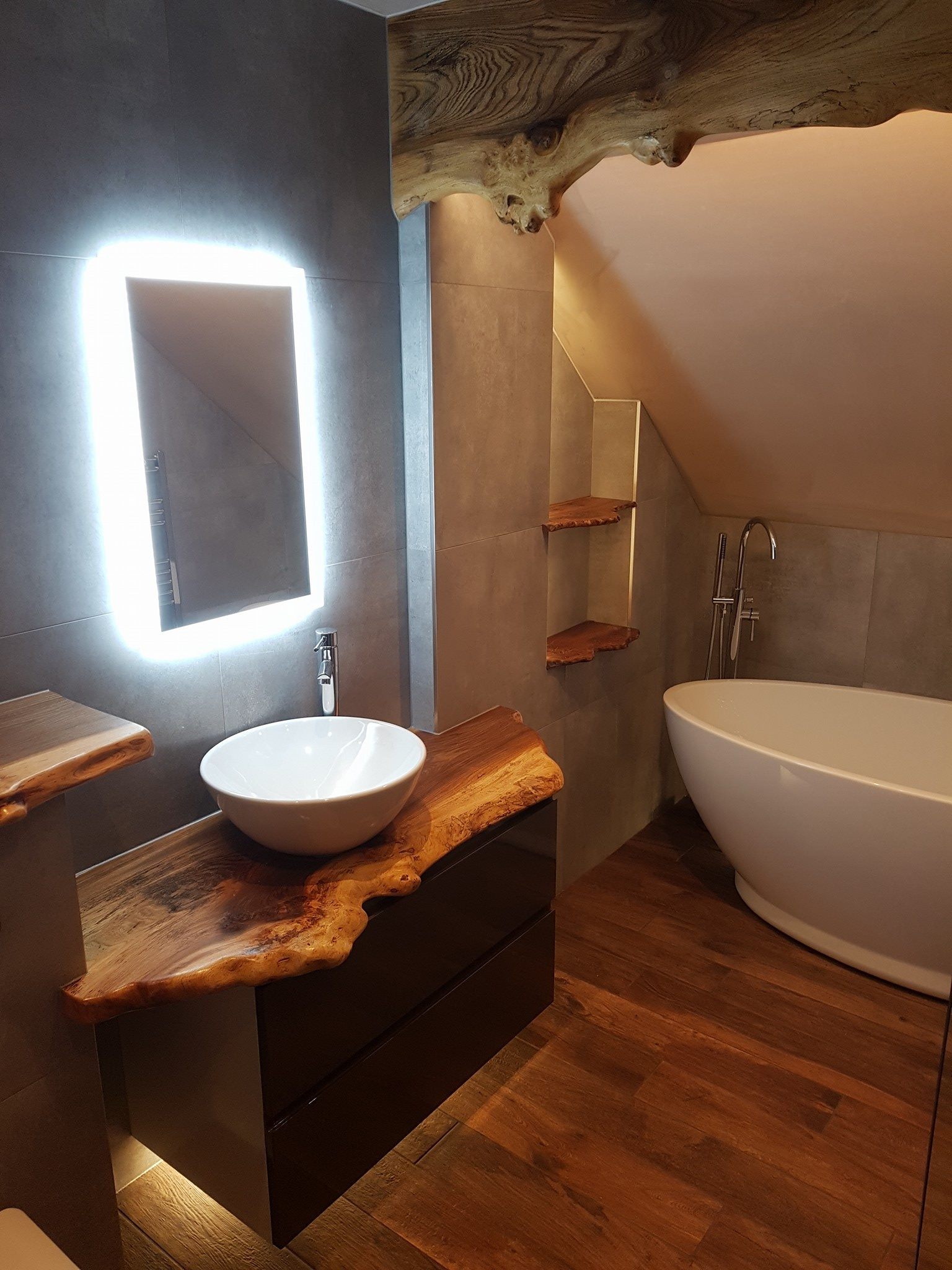 Freestanding Bath with Elm