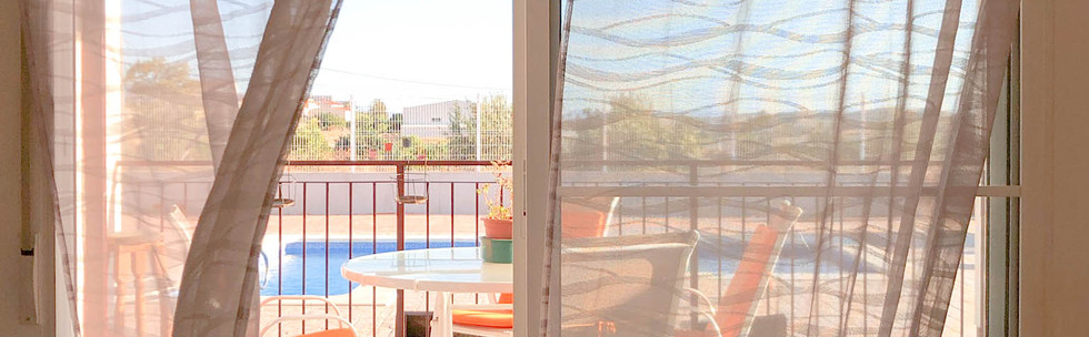 Vivienda en Mahoya. Casa entre olivos en Abanilla. Ventana terraza piscina