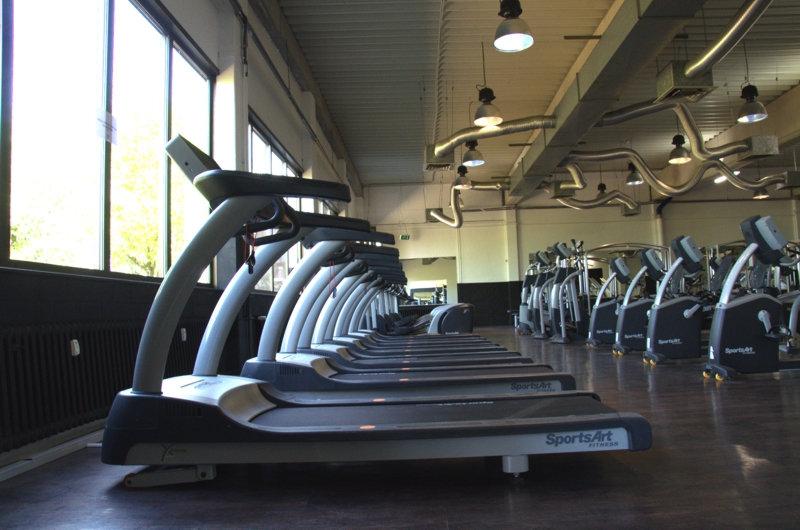 FitFam-Fitnessstudio-Laufband