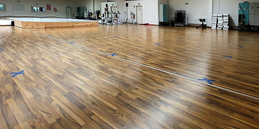 fitfam-fitnessstudio-kursraum.jpg