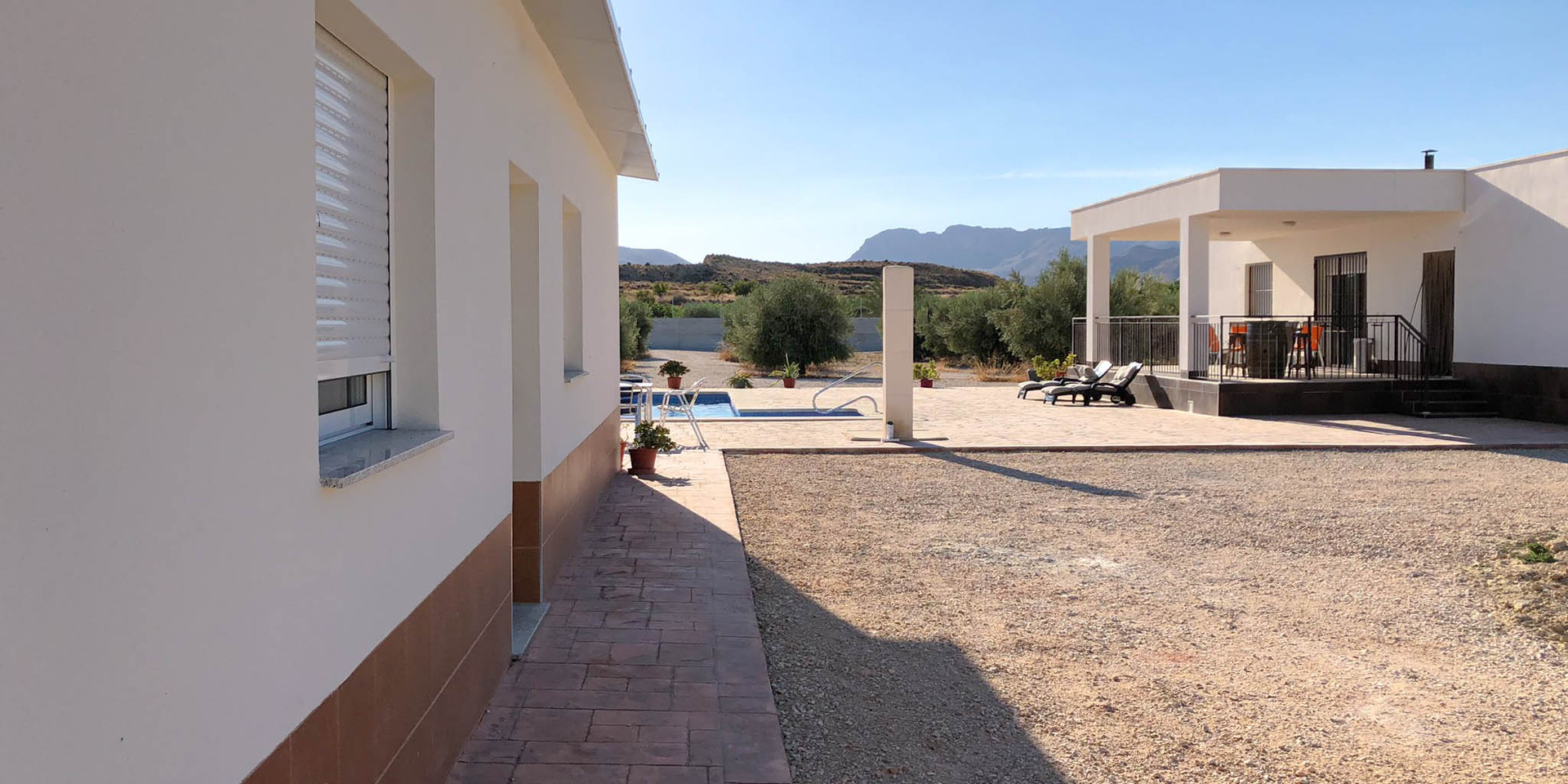 Vivienda en Mahoya. Casa entre olivos en Abanilla. Invitados