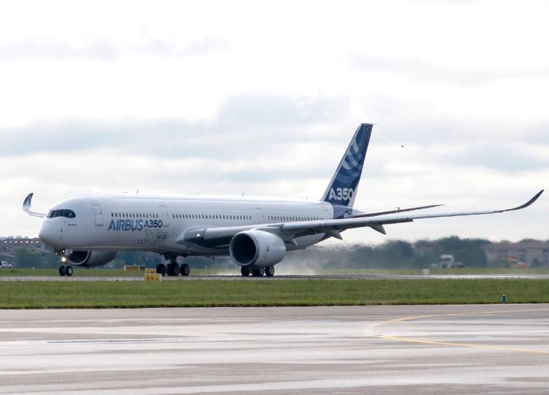 A350_First_Flight_-_Takeoff_05_edited