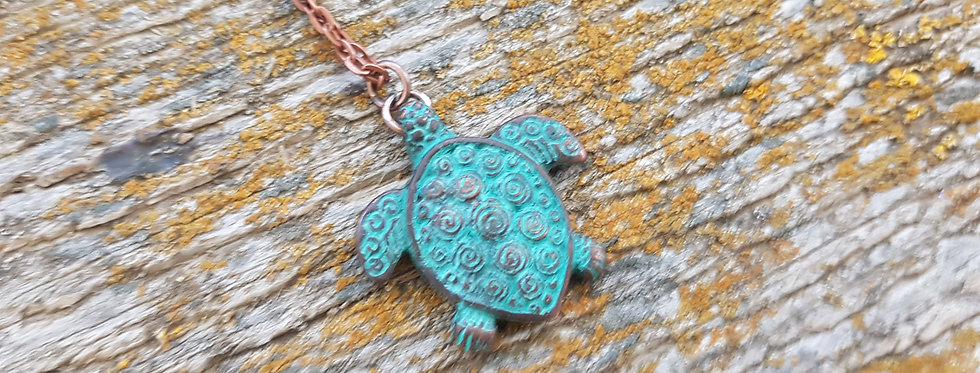 Small turtle necklace